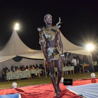 Francis Omondi doing his thing tho in one of his runway manenos