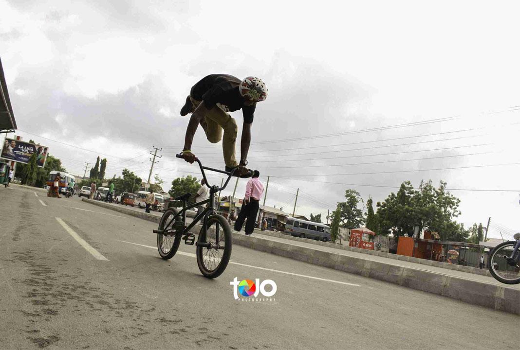 Fotophreak Magazine: Street photo shoot by Tojo Photography