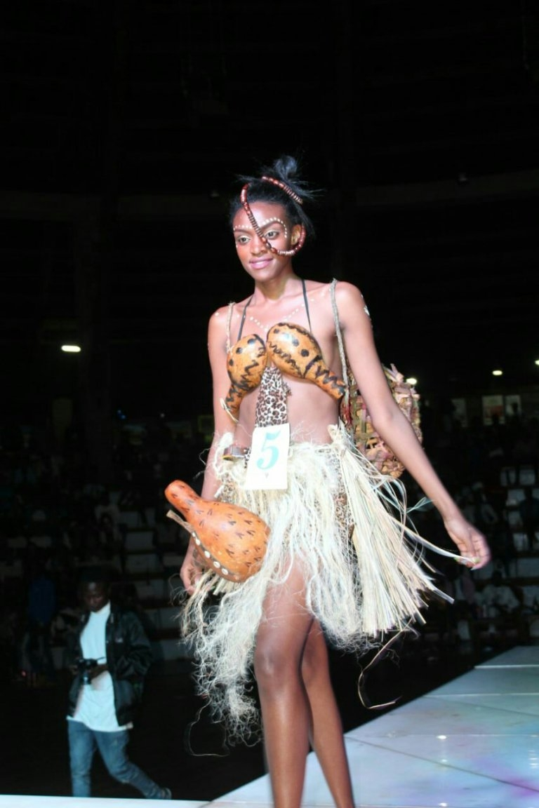 Newly Miss MMU 2018 Mercygrace Kavata strutting th runway to display her traditional look at the event