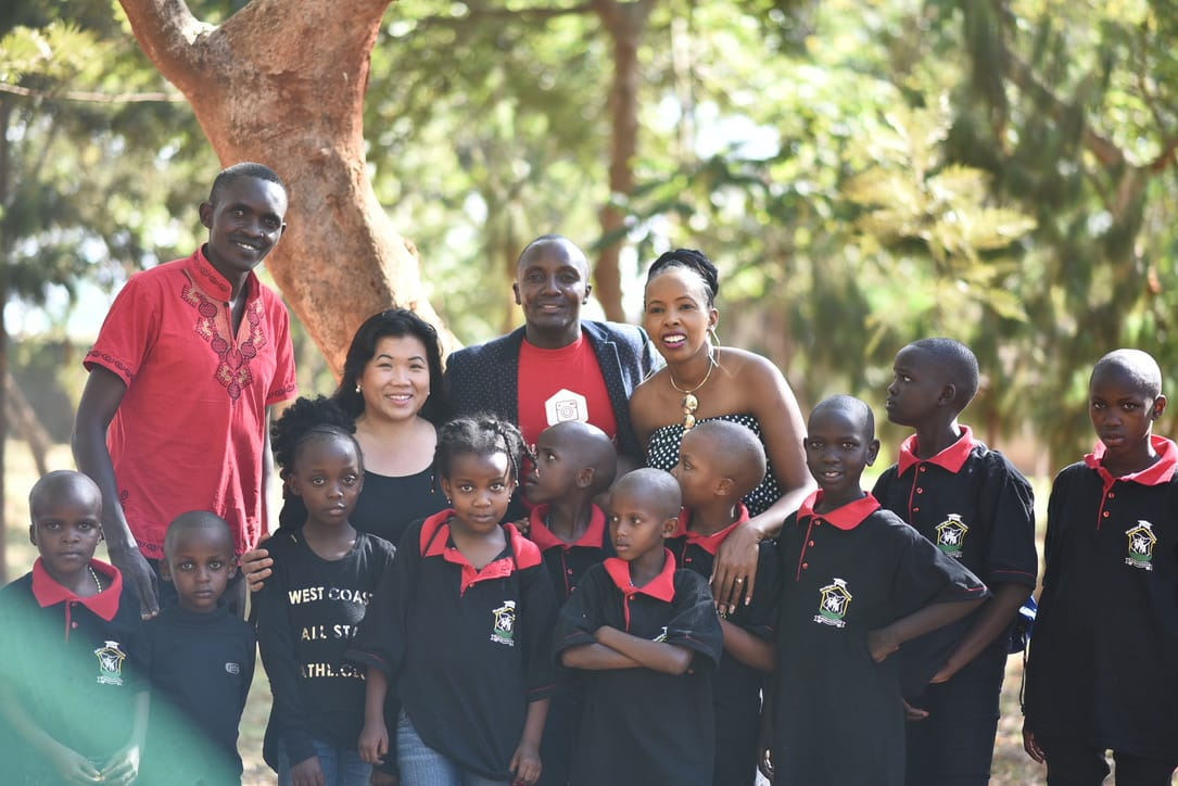Henry, Nhia of Worldwide4togography, Sammy Muriuki, Majorie, Muthiga posing with kids at the Simama na Mtoto event.
