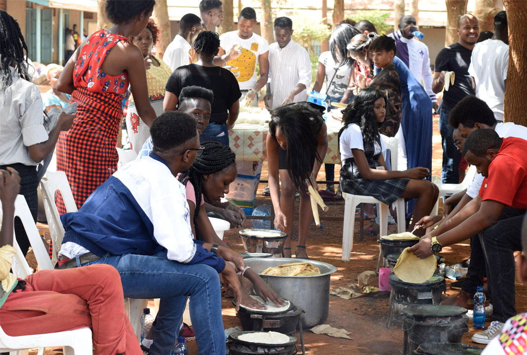 Simama na Mtoto event: Volunteers preparing chapatis at the event.