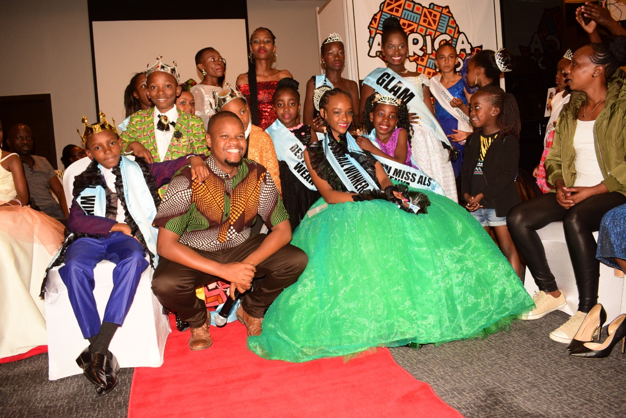 Media personality & show host Mung'ala Mbuvi poses with newly crowned winners at the Amazing Little Stars 2019